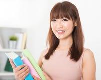 Estudiante universitaria asiática imagenes de archivo