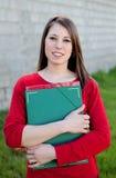 Estudiante universitaria fresca atractiva afuera Fotos de archivo libres de regalías