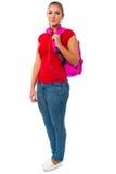 Estudiante universitario bonito que lleva la mochila rosada Imagen de archivo libre de regalías
