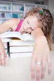 estudiante universitario cansado de sexo femenino Imágenes de archivo libres de regalías