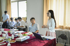 Estudiante universitario chino durante la presentación 2 fotografía de archivo