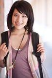 Estudiante universitario de la raza mezclada foto de archivo