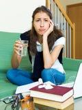 Estudiante universitario de sexo femenino deprimido Imagen de archivo