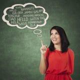 Estudiante universitario de sexo femenino que aprende lengua multi Fotografía de archivo