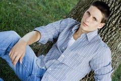 Estudiante universitario de sexo masculino joven Foto de archivo libre de regalías