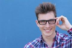 Estudiante universitario de sexo masculino joven con los vidrios Fotos de archivo libres de regalías