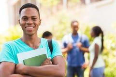 Estudiante universitario de sexo masculino negro Imágenes de archivo libres de regalías