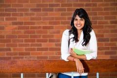Estudiante universitario dentro Foto de archivo
