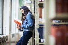 Estudiante universitario hispánico Foto de archivo libre de regalías