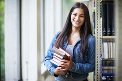 Estudiante universitario hispánico Imágenes de archivo libres de regalías