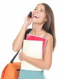 Estudiante universitario que ríe en el teléfono Foto de archivo