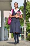 Estudiante Walking To School imagen de archivo libre de regalías