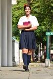 Estudiante Walking To School fotos de archivo libres de regalías