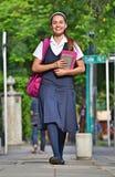 Estudiante Walking To School imagen de archivo