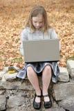 Estudiante y computadora portátil fotografía de archivo