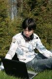 Estudiante y computadora portátil Imágenes de archivo libres de regalías