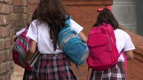 Estudiantes adolescentes con las mochilas Imagen de archivo