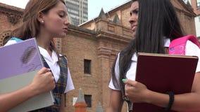 Estudiantes adolescentes enojados o discusión Foto de archivo libre de regalías