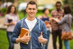 Estudiantes al aire libre Fotos de archivo
