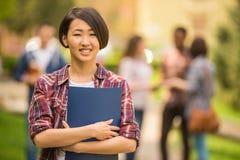Estudiantes al aire libre Imagen de archivo libre de regalías