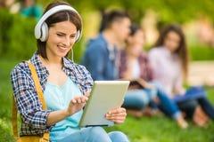 Estudiantes al aire libre Imagenes de archivo