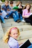 Estudiantes con los libros Fotografía de archivo