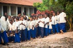 Estudiantes de la escuela primaria en Kendwa Imagen de archivo libre de regalías