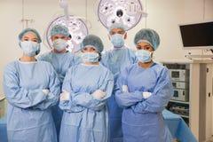 Estudiantes de medicina en teatro de operaciones foto de archivo libre de regalías