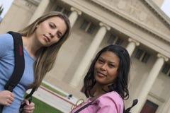 Estudiantes de mujeres Fotos de archivo libres de regalías