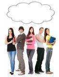Estudiantes de pensamiento con la burbuja del pensamiento Imágenes de archivo libres de regalías