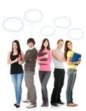 Estudiantes de pensamiento con las burbujas del pensamiento Foto de archivo