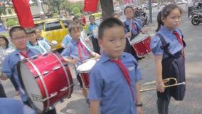 Estudiantes de Vietnam en desfile almacen de video