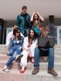 Estudiantes del grupo contra el fondo un acad Foto de archivo