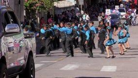 Estudiantes del 100Th aniversario de Sagrado Corazon School Performing For The de la institución metrajes