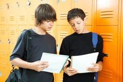 Estudiantes diversos en escuela Foto de archivo