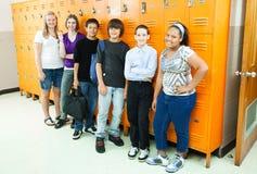 Estudiantes diversos en escuela Fotografía de archivo libre de regalías