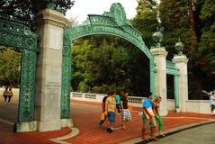 Estudiantes en Cal Berkeley Imágenes de archivo libres de regalías