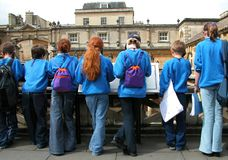 Estudiantes en el baño, Inglaterra Fotos de archivo