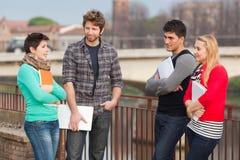 Estudiantes en el parque Imagenes de archivo
