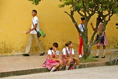 Estudiantes en el uniforme, Colombia Fotografía de archivo