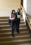Estudiantes en la escalera Imagen de archivo libre de regalías