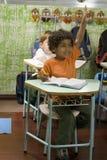 Estudiantes en los escritorios Foto de archivo libre de regalías