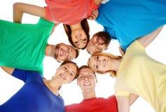 Estudiantes en ropa colorida que se ligan Foto de archivo