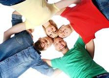 Estudiantes en ropa colorida que se ligan Imagenes de archivo