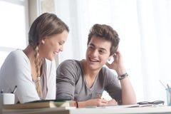 Estudiantes felices Imagen de archivo libre de regalías