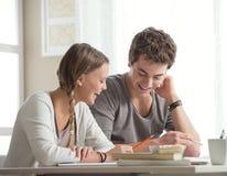 Estudiantes felices Foto de archivo libre de regalías