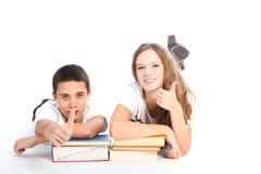 Estudiantes felices de la High School secundaria en el fondo blanco Imágenes de archivo libres de regalías