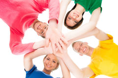 Estudiantes felices en la ropa colorida que se une Fotos de archivo libres de regalías