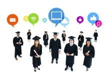 Estudiantes graduados con el establecimiento de una red social Fotos de archivo