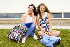 Estudiantes hermosos y felices Imagen de archivo libre de regalías